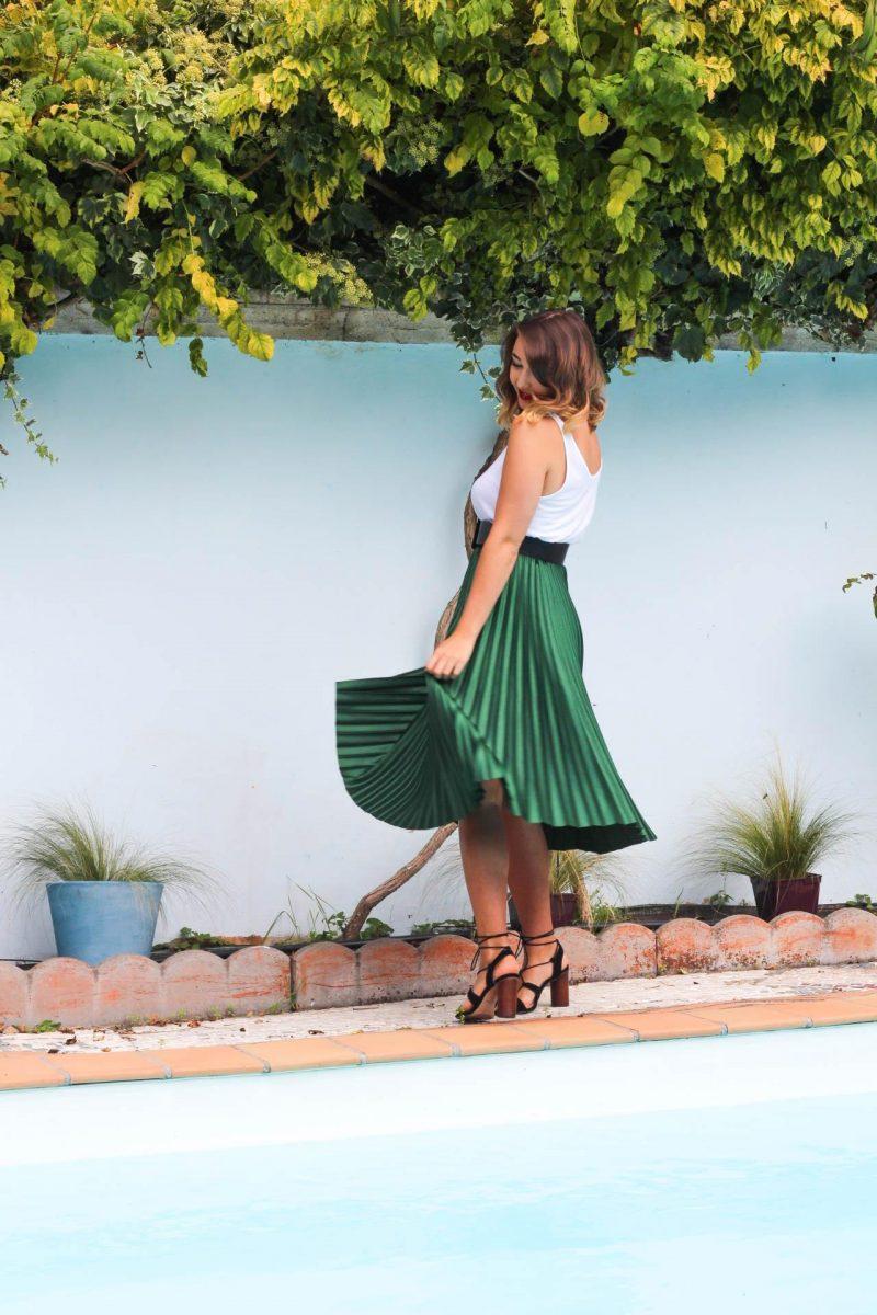La petite jupe verte dans les rues de Bordeaux